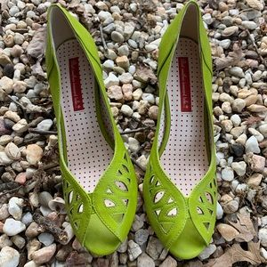 Lime Green/Chartruese Faux Leather Pumps